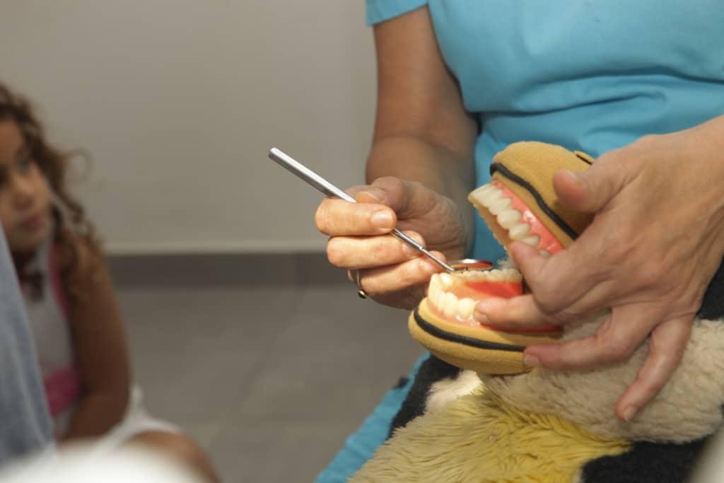מי מפחד מרופאת שיניים?